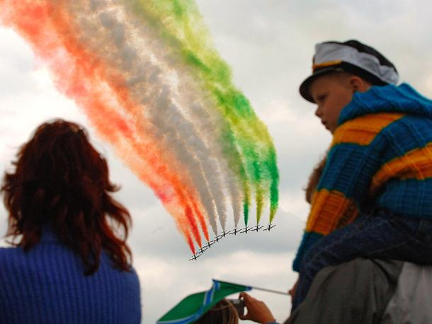 """МАКС-2005: выступление пилотажной группы итальянских ВВС """"Фречче Триколори"""""""