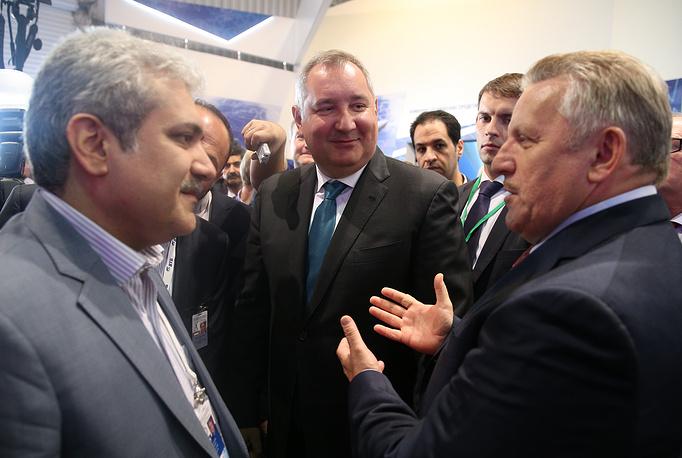 Вице-президент Ирана Сорену Саттари, вице-премьер РФ Дмитрий Рогозин и губернатор Хабаровского края Вячеслав Шпорт (слева направо на первом плане)
