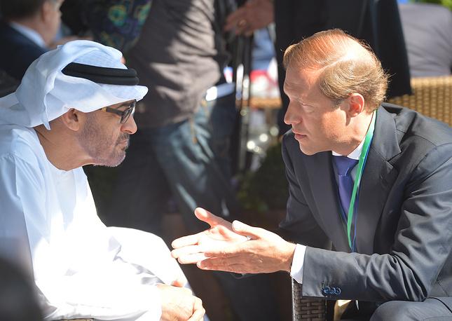 Наследный принц Абу-Даби Мухаммед Аль Нахайян и министр промышленности и торговли РФ Денис Мантуров (слева направо)