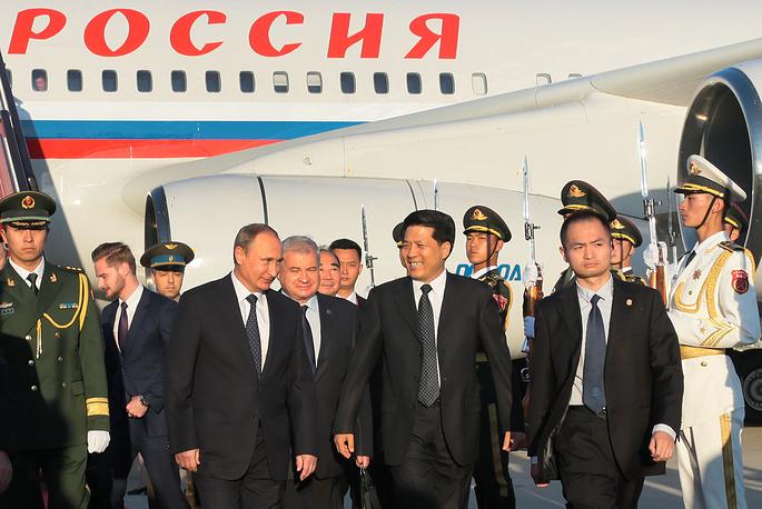Нынешний визит в Китай - седьмой для Владимира Путина. На фото: президент РФ в аэропорту Пекина во время официального визита для участия в торжествах, посвященных 70-летию победы китайского народа в Войне сопротивления Японии и окончания Второй мировой войны, 2 сентября 2015 года