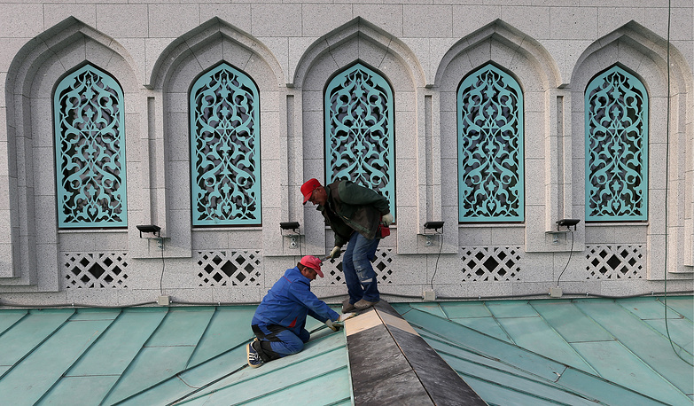 После реконструкции мечеть сможет вместить 10 тыс. человек, что частично решит вопрос совершения верующими молитв на прилегающих улицах