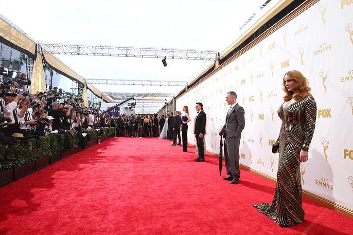 "Американская актриса Кристина Хендрикс (справа), известная по роли Джоан Холлоуэй в телесериале ""Безумцы"""