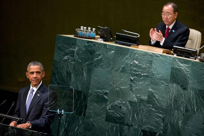 Генеральный секретарь ООН Пан Ги Мун аплодирует президенту США Бараку Обаме
