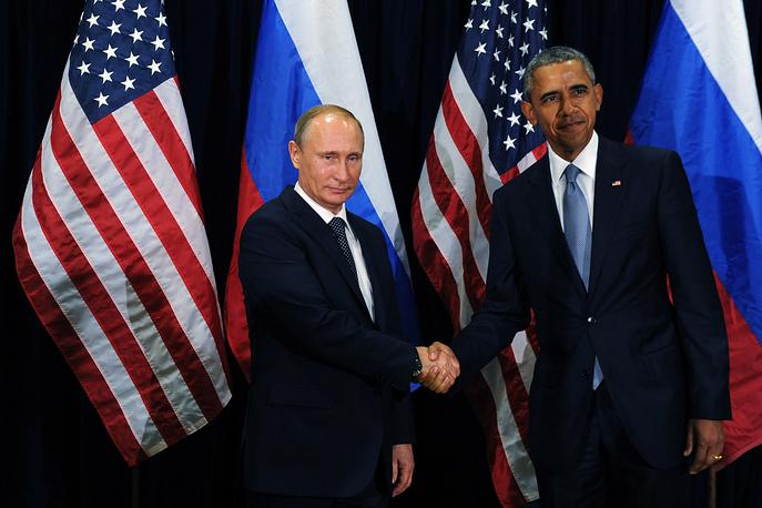 """В конце сентября 2015 года """"на полях"""" юбилейной сессии Генассамблеи ООН прошла первая с июня 2013 года полноформатная встреча лидеров двух государств. Почти двухчасовая беседа была """"конструктивной, обстоятельной и очень открытой"""", отметил президент РФ. На фото: Владимир Путин и Барак Обама во время переговоров после 70-й сессии Генеральной Ассамблеи ООН в Нью-Йорке, 28 сентября 2015 года"""