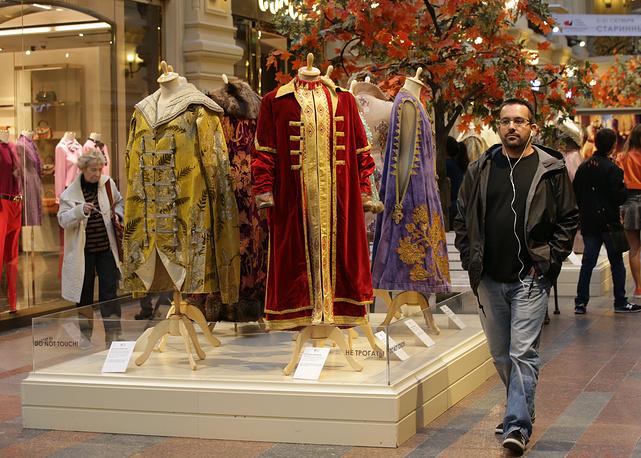 Все экспонаты выставки задействованы в фильмах Киностудии им. М. Горького, которой в 2015 году исполнилось 100 лет