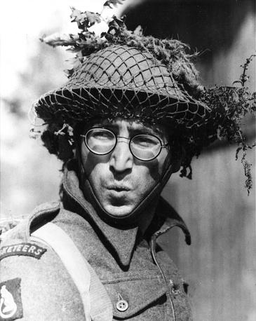 """Джон Леннон в роли Грипвида на съемках сатирического фильма о Второй мировой войне """"Как я выиграл войну"""", 1967 г."""