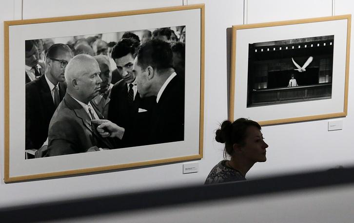 На ретроспективной выставке фотографий Эллиотта Эрвитта в Центральном доме художника на Крымском Валу, 8 октября