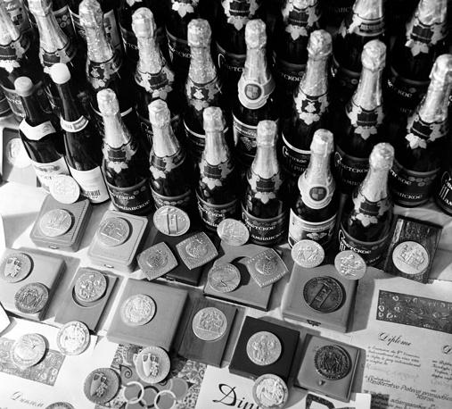 """Советское шампанское, марочные вина и медали, которыми отмечена продукция совхоза """"Абрау-Дюрсо"""", 1969 год"""