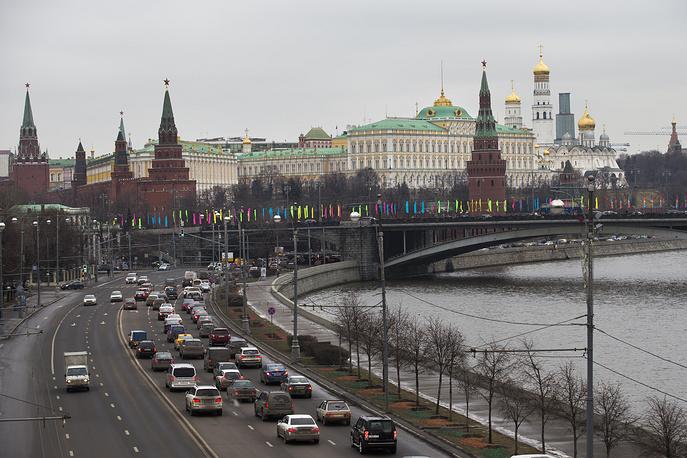 Чтобы звезды постоянно и ярко горели, для них были разработаны специальные, до сих пор считающиеся уникальными лампы мощностью от 2 до 5 тыс. Вт. Однако даже уникальные решения конца 1930-х годов к началу 2000 гг. морально устарели. На фото: вид на московский Кремль, 2014 год