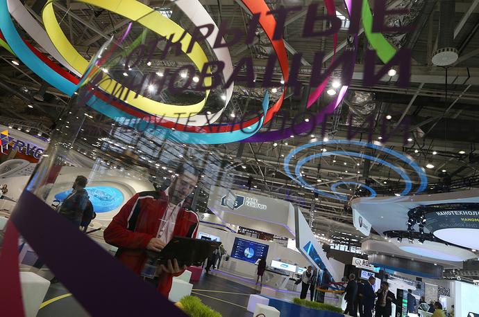 """По замыслу организаторов, форум этого года пройдет """"без галстуков"""". Новой стилистикой современного международного технологического конгресса станут инновационные форматы представления проектов и обсуждения контента"""