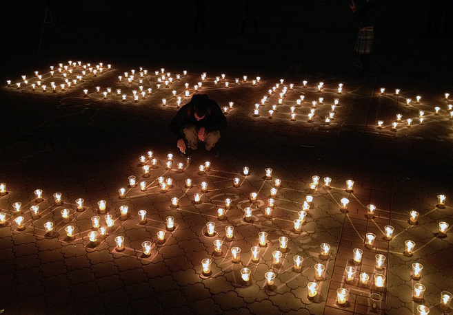 Акция памяти на главной площади Симферополя в Крыму