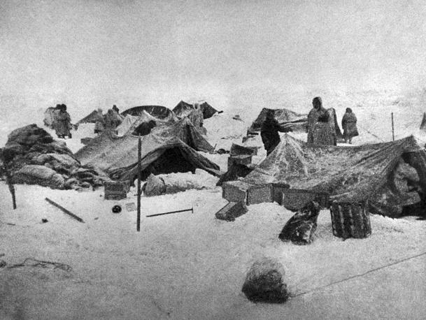 На фото: лагерь челюскинцев, 1934 год