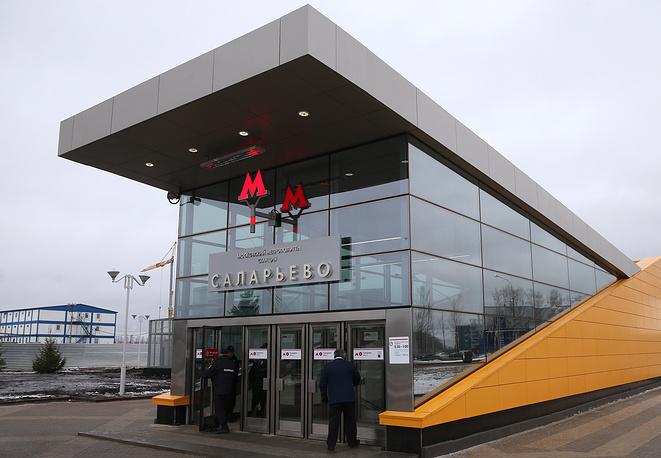 """При оплате проезда на станции """"Саларьево"""" будут использоваться современные технологии - PayPass и PayWave. Эти сервисы позволяют владельцам бесконтактных банковских карт оплачивать проезд прямо на турникете, приложив карту к валидатору"""