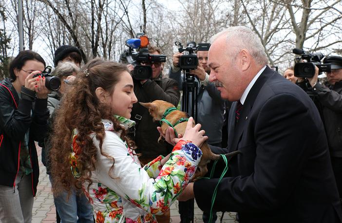 Алина Зыкова и заместитель губернатора Севастополя Евгений Дубовик