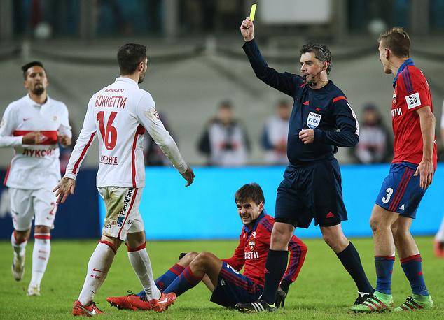 В концовке матча за излишнюю активность желтую карточку получил оборонец красно-белых Сальваторе Боккетти