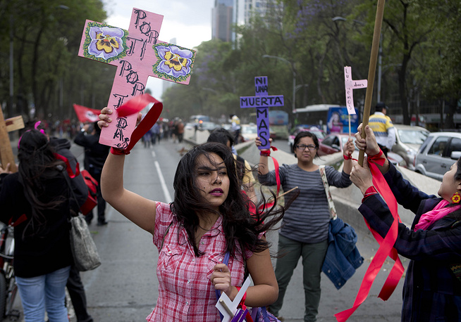 Акция протеста против насилия в отношении женщин в Мехико, Мексика