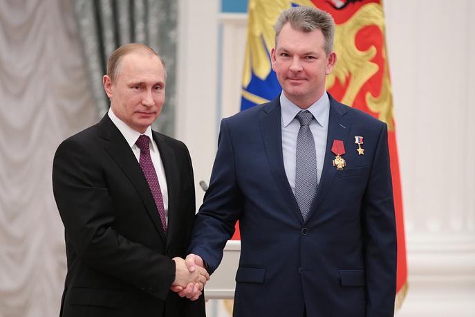 Президент России Владимир Путин и российский космонавт Александр Самокутяев, 10 марта