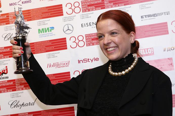 """Датский режиссер Пук Грастен, завоевавшая награду за лучшую режиссерскую работу за фильм """"37"""""""