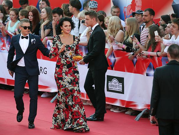 Певцы Митя Фомин, Слава (Анастасия Сланевская) и Алексей Воробьев