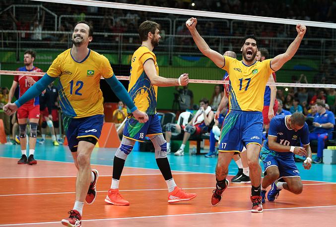 Игроки сборной Бразилии Липе, Лукас и Эвандро