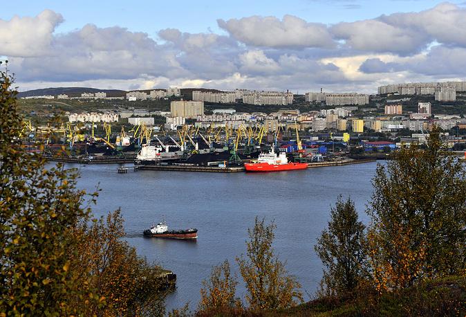 Вид на Мурманский морской торговый порт