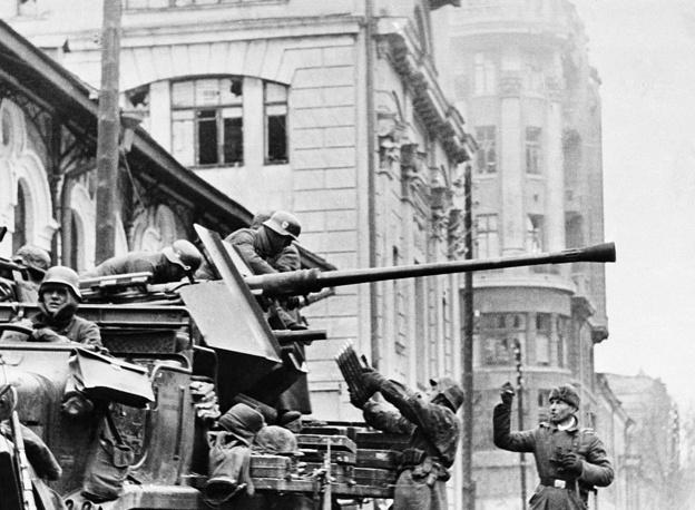 Немецкие зенитчики во время боя, ноябрь 1941 года