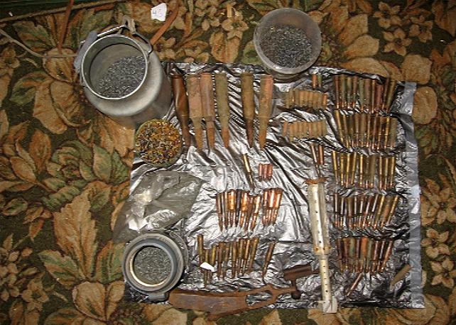 ФСБ задержала трех членов группы торговцев оружием