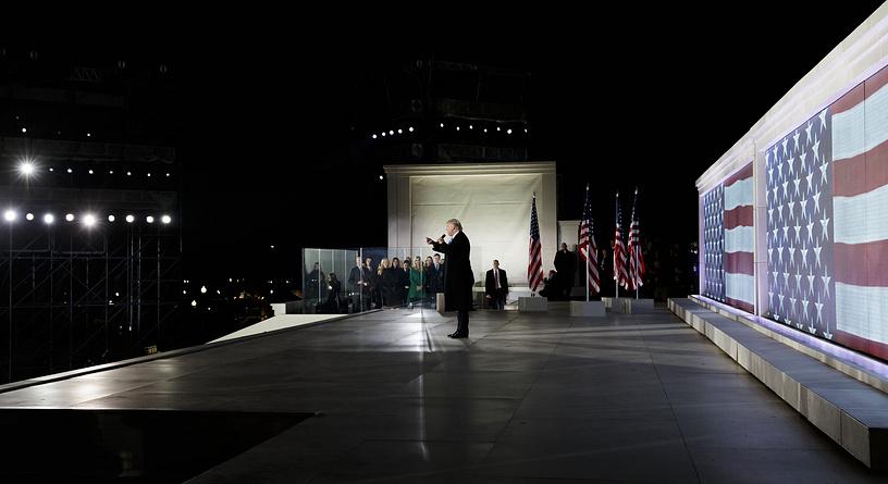 Трамп выступает перед гостями концерта в мемориале Линкольна. Это одно из его последних выступлений перед инаугурацией