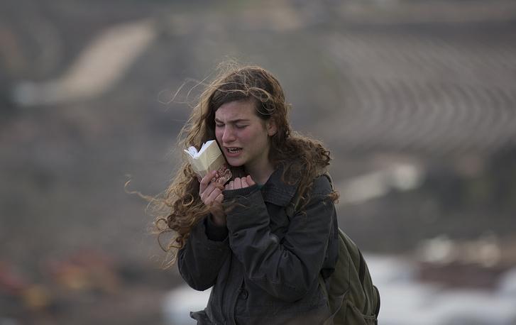 Девушка-поселенец после эвакуации
