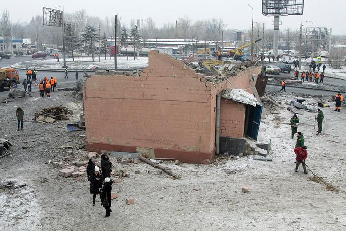 Вид из окна общежития, поврежденного в результате артиллерийского обстрела