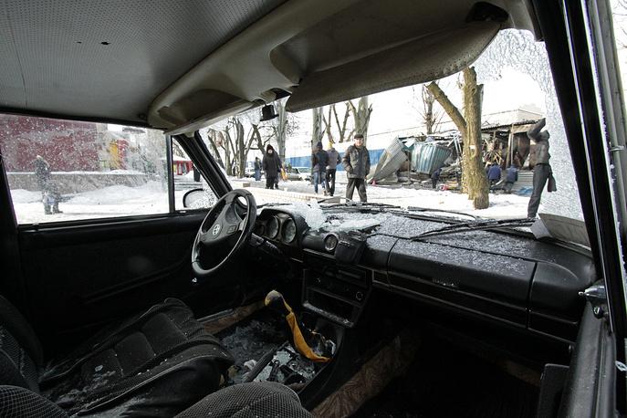 """Автомобиль """"Жигули"""", пострадавший в результате артиллерийского обстрела"""