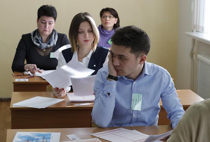 Корреспондент ОТР Анна Тарубарова ( на втором плане)