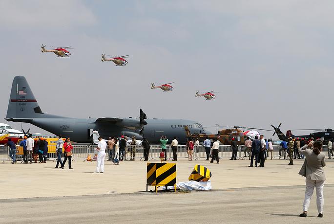 Американский военно-транспортный самолет Lockheed C-130 Hercules на Aero India 2017