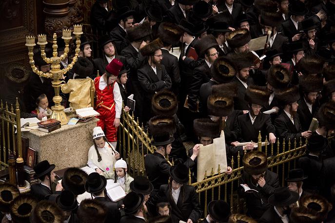 Во время чтения Свитка Эстер в Иерусалиме, Израиль