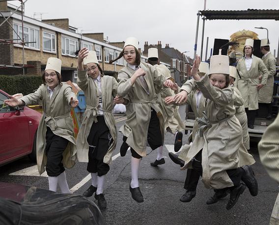 Танцы на улицах Лондона