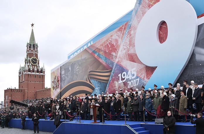 Президент России Владимир Путин (в центре на первом плане)