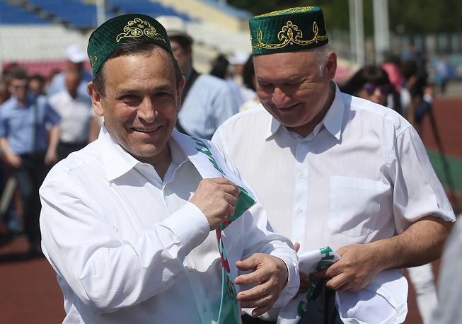Временно исполняющий обязанности главы Марий Эл Александр Евстифеев (слева)