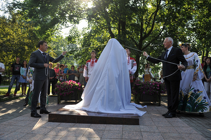 ВМинске торжественно открыли монумент Владимиру Мулявину