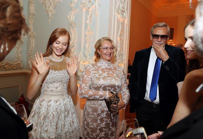 Актер Александр Михайлов, его супруга Оксана и дочь Мирослава