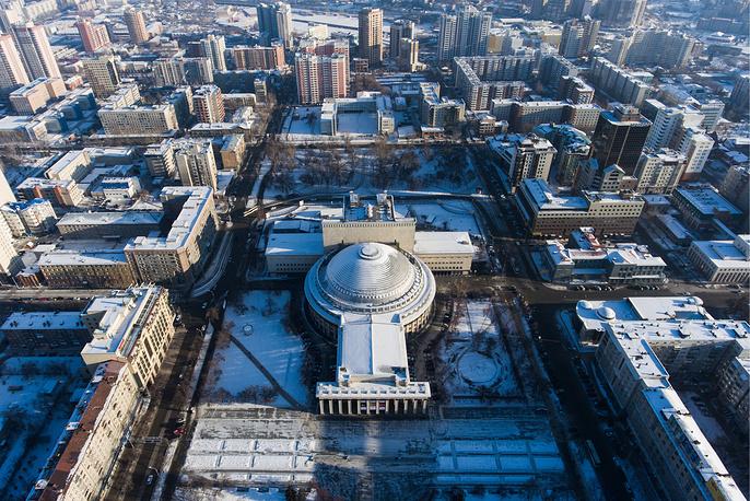 Здание Новосибирского академического театра оперы и балета на площади Ленина