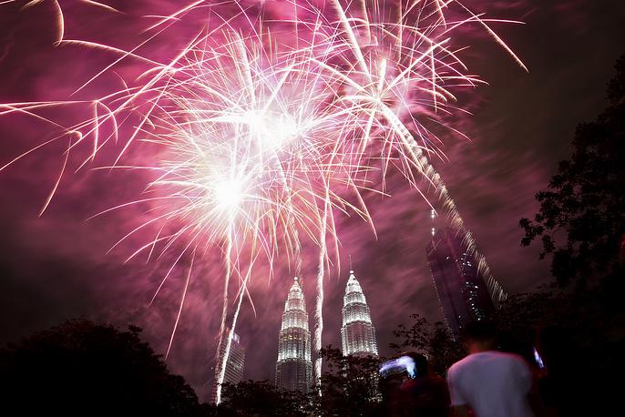 Башни Петронас в Куала-Лумпуре, Малайзия