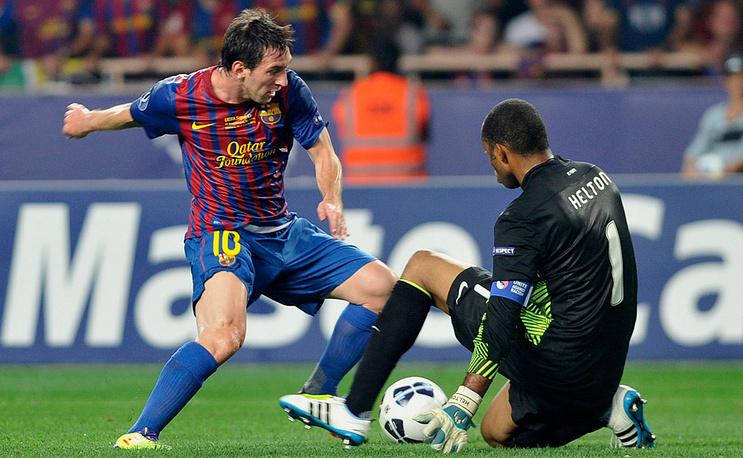 """Игрок """"Барселоны"""" Месси (слева) и голкипер """"Порту"""" Элтон"""