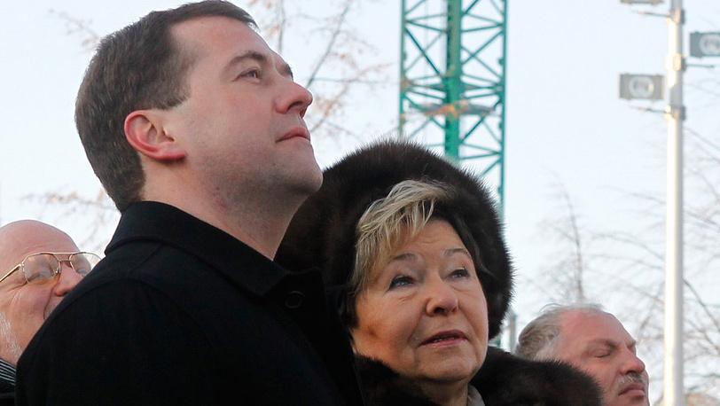 Дмитрий Медведев и Наина Ельцина на открытии памятника Борису Ельцину в Екатеринбурге. 2011 год