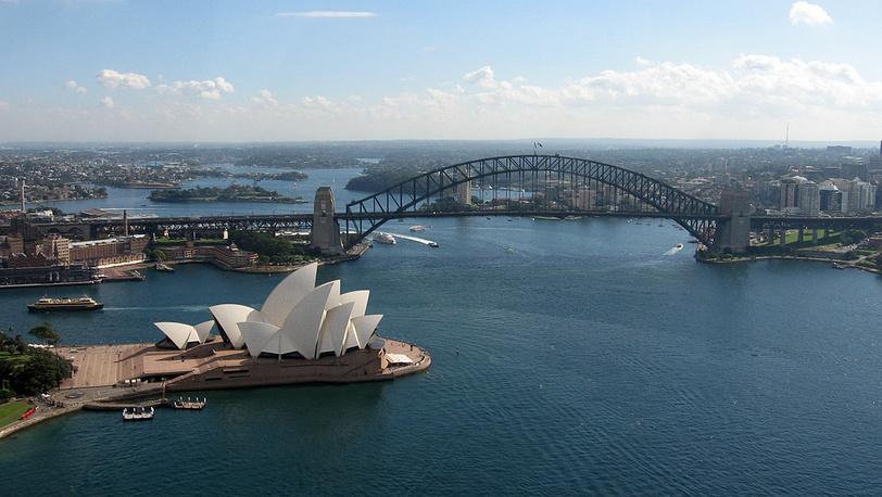 "Вид на ""Opera House""и мост"