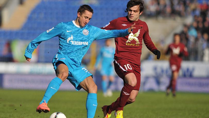 """Игроки """"Зенита"""" В. Быстров и """"Рубина"""" А. Касаев (слева направо)"""