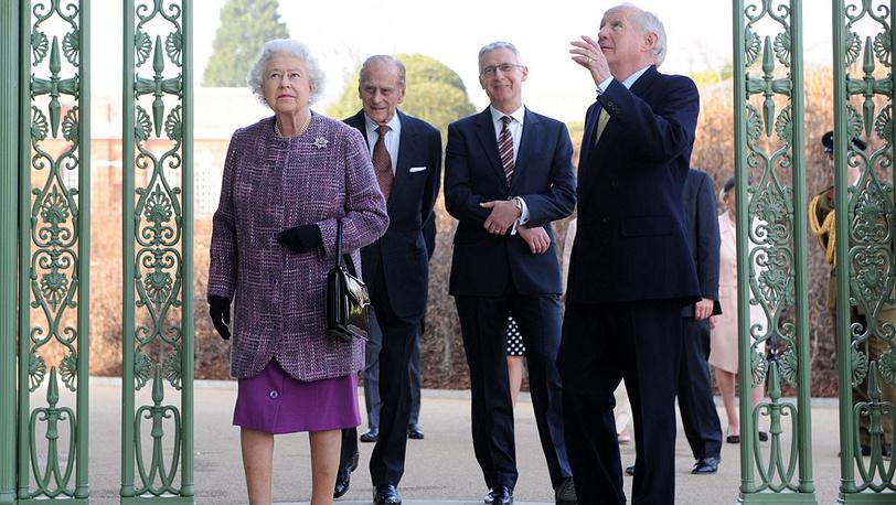 Елизавета II и принц Филипп посетили дворец