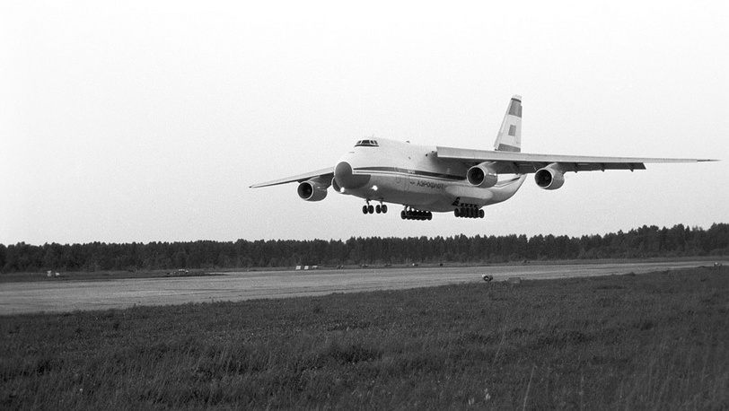 "Транспортный самолет Ан-124 ""Руслан"". 1989 год"