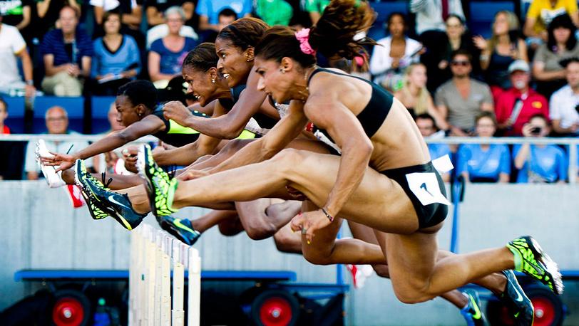 Забег женщин на 100 м с барьерами