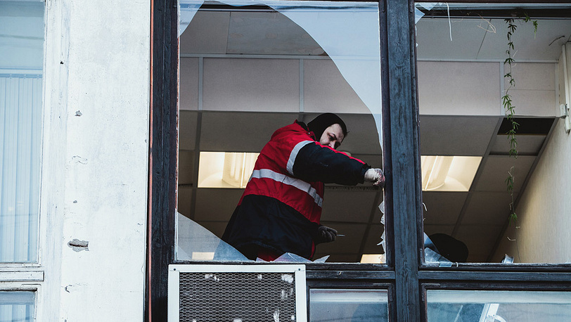 Уже идут восстановительные работы. Фото ЕРА/ИТАР-ТАСС