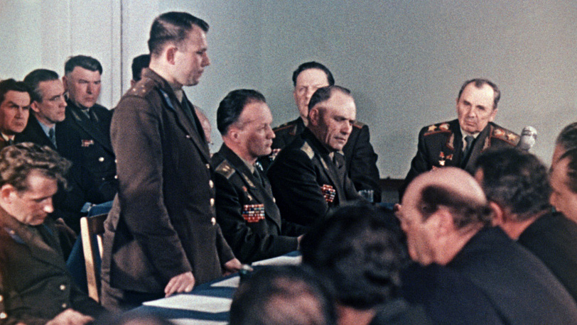 Заседание правительственной комиссии. Старший лейтенант Юрий Гагарин назначается космонавтом №1